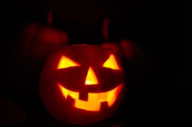 Хэллоуин тыква с тыквой на черном фоне