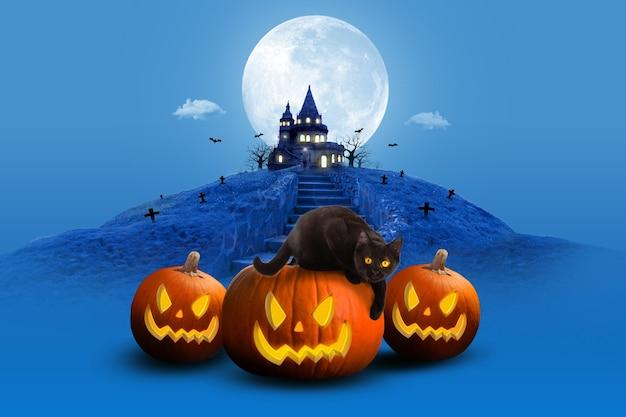 Композиция ночной луны на хэллоуин с призрачной мухой и светящимися тыквами в старинном замке синего тона