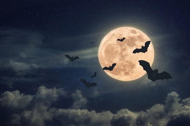 Ночь хэллоуина со страшной полной луной и летучими мышами