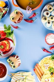 Еда на хэллоуин на синей столешнице