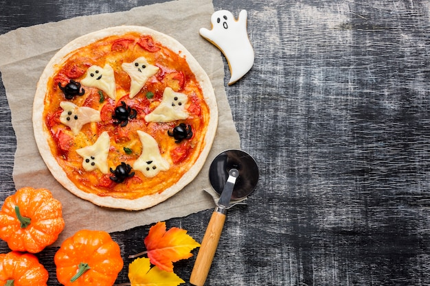 Halloween pizza with ghosts and pumpkins