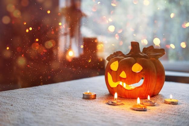 Тыквенная лампа на хэллоуин со свечами огонь в столе дома символ хэллоуина украшения для дома