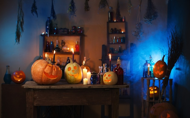 Тыквы на хэллоуин и украшение в помещении