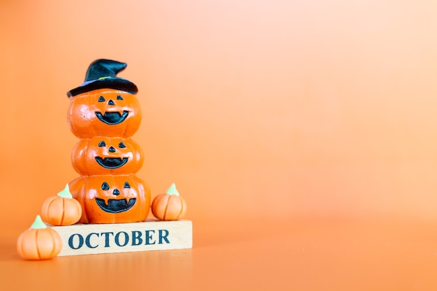 주황색 배경의 할로윈 호박(잭-오-랜턴), 안녕하세요 10월 개념
