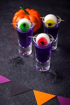 Хеллоуин фиолетовый коктейль с глазами