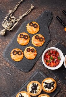 Хэллоуин страшная мини пицца мумие