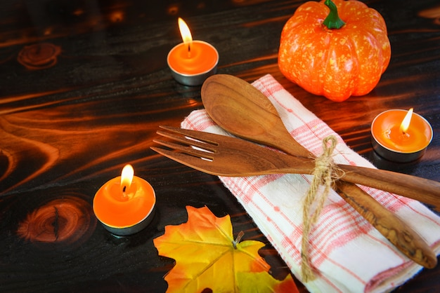 Halloween table setting decoration