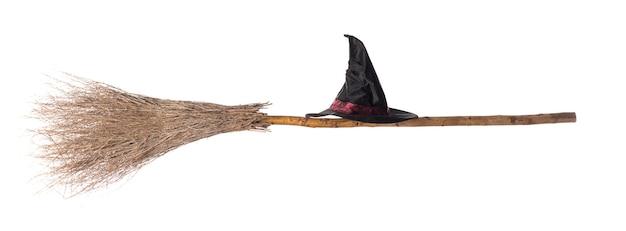 Хэллоуин ведьмы метла на белом фоне