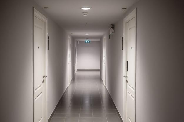 不動産業界の居住用不動産の廊下
