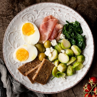 Halves of eggs and veggies with bread