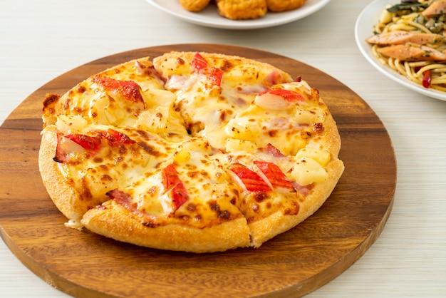 ハムとカニカマのスティックピザまたはハワイアンピザ