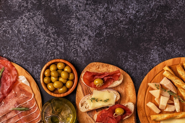 Ham, cheese, olives, bread and wine
