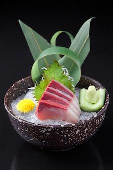 Хамачи сашими в миске