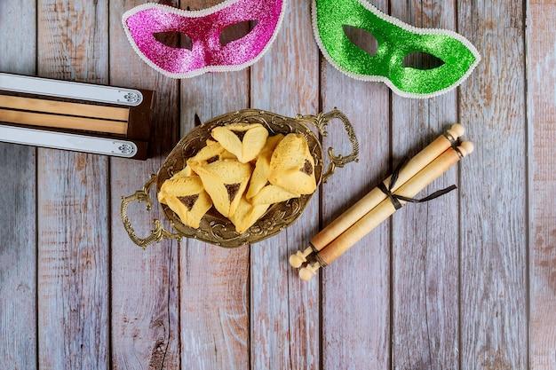 푸림 축제를위한 함안 귀 쿠키 유태인 휴일 코셔 와인 카니발