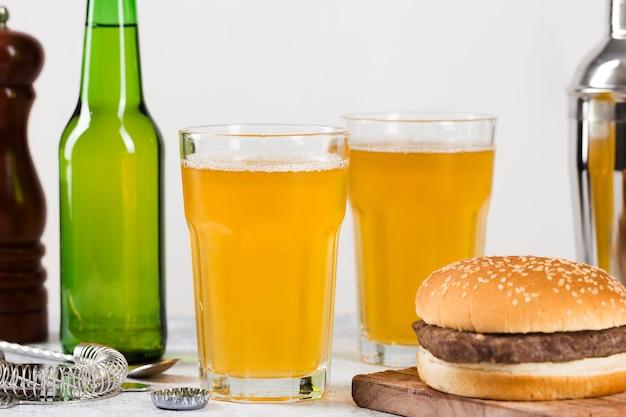 ハンバーガーとビール