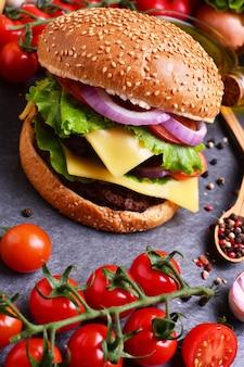 Гамбургер из лучших блюд