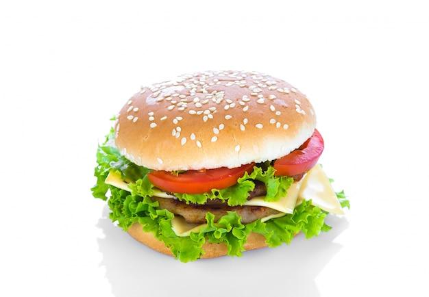 Гамбургер с сыром, салатом и помидорами