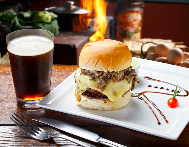Гамбургер с коксом
