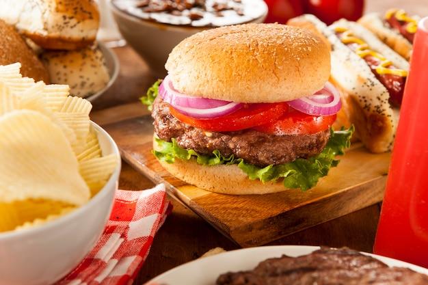 フライドポテトとハンバーガー