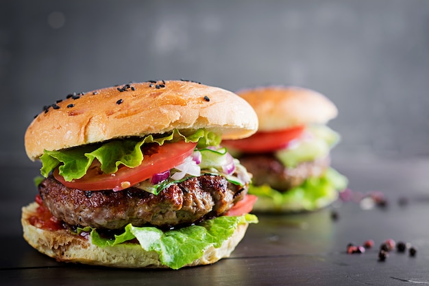 Hamburgers with beef, tomato, red onion and lettuce
