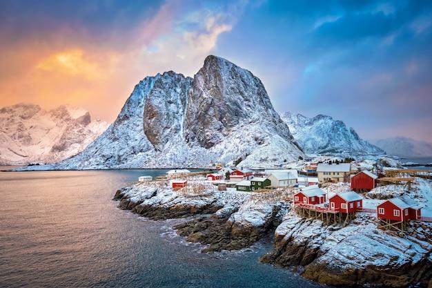 ノルウェー、ロフォーテン諸島のハムノイ漁村