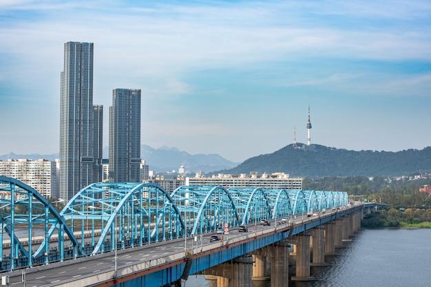 먼지가없는 맑은 날 서울의 한강 풍경