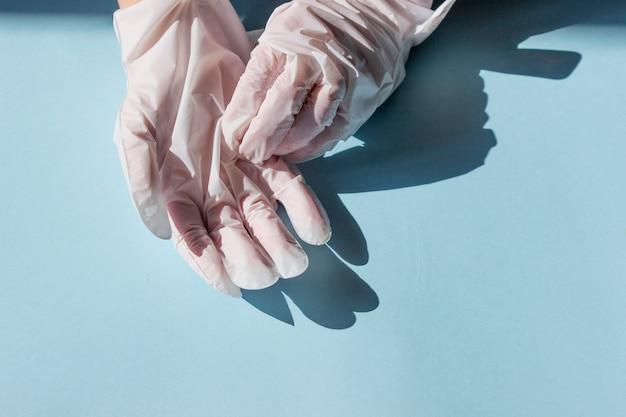 手と爪のケア。栄養と保湿のハンドマスク付き手袋