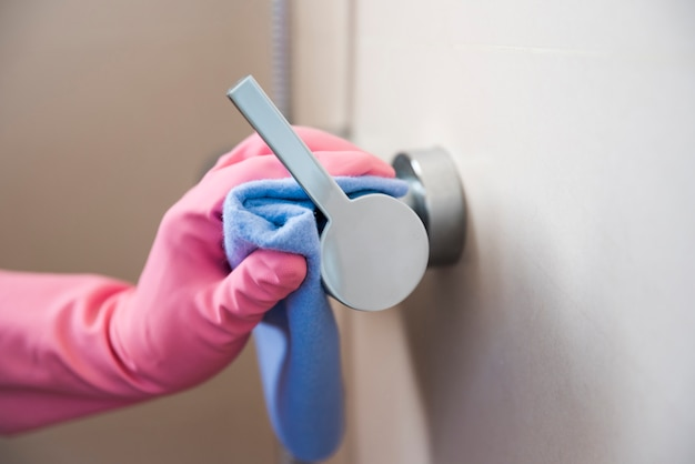 Hand cleaning door handle