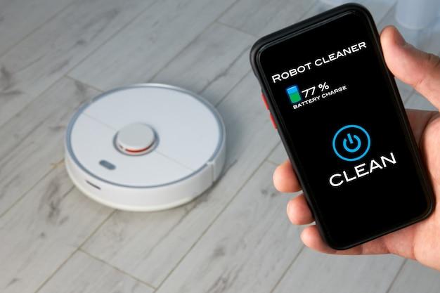 携帯電話画面のアプリでロボット掃除機の手動制御