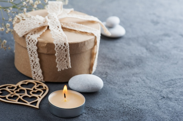 레이스 나비, 하트와 손으로 만들어진 선물