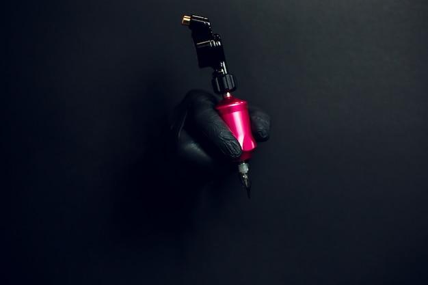 로타리 문신 기계와 손 세부 사항