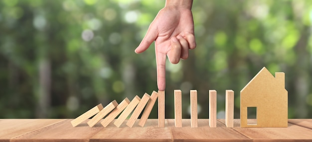 Hand and domino effect stopped by unique