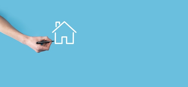 マーカーで家のアイコンを手描きします。不動産の概念。財産保険とセキュリティの概念。イノベーション技術インターネットネットワークの概念。
