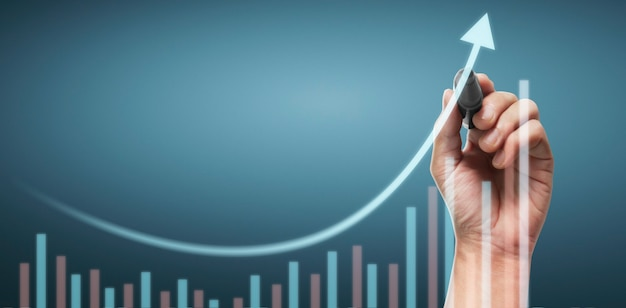 Рука рисует диаграмму, график запаса роста Premium Фотографии