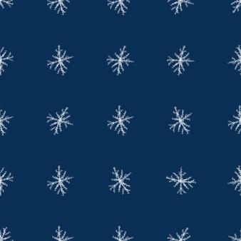 Ручной обращается белые снежинки рождество бесшовные модели. тонкие хлопья летающего снега на синем фоне. симметричный снежный покров, нарисованный от руки мелом. великолепная иллюстрация.