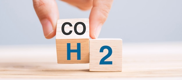 Hand flipping wooden cube blocks with co2 change to h2