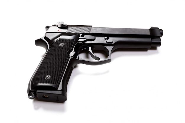Ручной пистолет, изолированный на белой поверхности