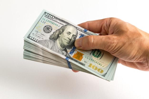 分離された100ドル札を持っている手