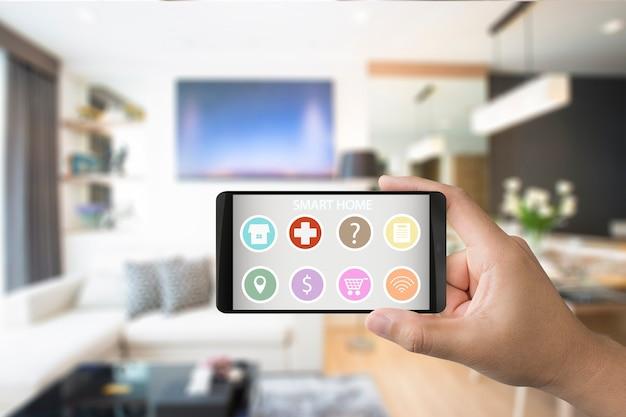 스마트 홈용 응용 프로그램이 있는 3d 렌더링 모바일을 들고 있는 손