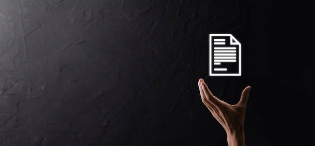 Рука значок документа в его руке концепция технологии интернет бизнеса системы данных управления документами. система управления корпоративными данными dms