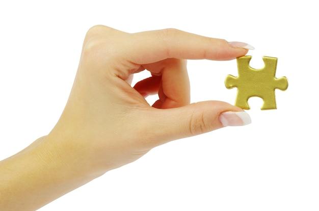 퍼즐 조각을 들고 손