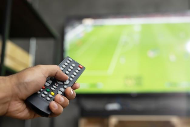 Рука пульт от телевизора