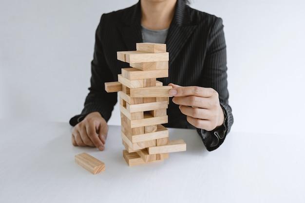手持ちブロックウッドゲームコンセプト管理と戦略計画のリスク