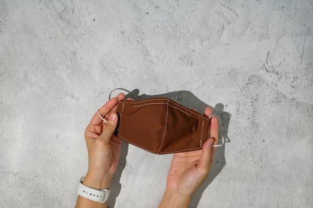Рука тканевая маска для лица для новой нормальной жизни