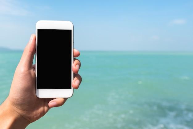 手持ちのモックアップスマートフォン