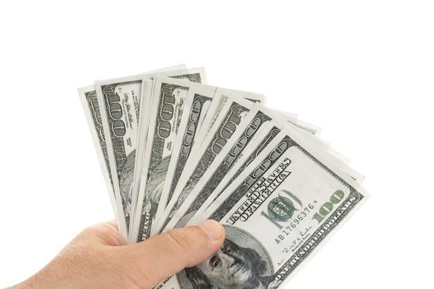 Рука денежные банкноты, изолированные на белом фоне. долларовые купюры