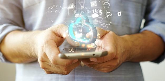 아이콘, 소셜 미디어 개념, 미디어 마케팅이 있는 손을 잡고 전화. 3d 그림