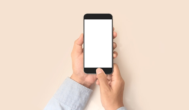 スマートフォンデバイスを持って画面に触れる手