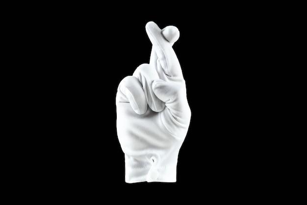 검은 벽 횡단 손가락에 고립 된 흰 장갑에 손을.