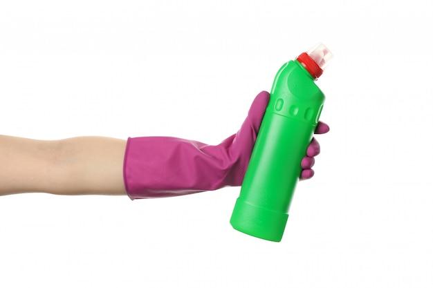 白で隔離、手袋ホールド洗剤の洗浄に手します。